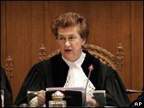 La presidenta de la CIJ, Rosalyn Higgins