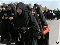 Shia pilgrims head out of Baghdad for Karbala