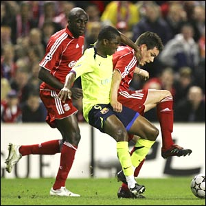 Steve Finnan of Liverpool tussles for possession with Samuel Eto'o of Barcelona