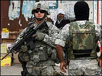 A US army 2nd Infantry Division soldier patrols central Baghdad (1 March 2007)