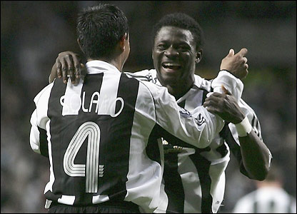 Martins celebrates with Nolberto Solano