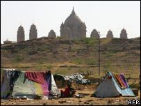 Shanties outside the Umaid Bhawan palace