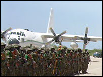 Ugandan troops at Mogadishu airport (file picture)