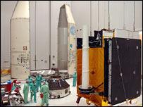 Skynet 5A is prepared at Kourou (Cnes/Arianespace/Esa)