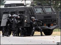 Fuerzas armadas reprimen con gas lacrim�geno manifestaciones contra la visita del mandatario de EE.UU.