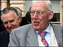 Ian Paisley (r) and Peter Hain (l)