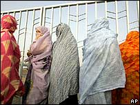 Mauritanian women queue to vote