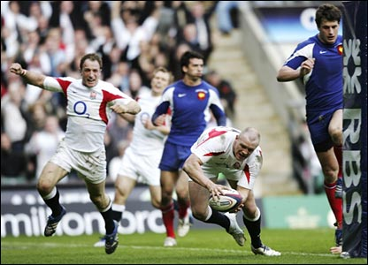 Mike Tindall scores England's second try