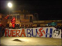 Indígenas protestan por la visita de Bush