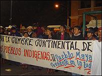 Movimientos indígenas manifiestan por la visita de Bush