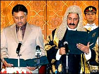 Pakistan President Pervez Musharraf (left) and Chief Justice Iftikhar Muhammad Chaudhry