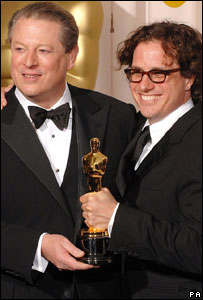Al Gore and director Davis Guggenheim with the Oscar