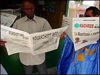 موريتانيون يقرأون الصحف