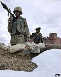 Pakistani soldiers on the Pakistan-Afghanistan border