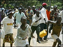People running away at a rally in Harare