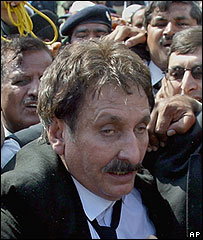 Iftikhar Chaudhry arrives at the Supreme Court