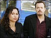 Minnie Driver and Eddie Izzard in The Riches