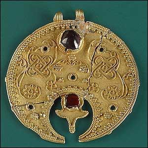 Ornate Merovingian gold artefact (Pushkin Museum)