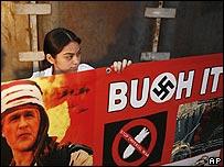 Protesta en Mérida, México contra la visita de George W. Bush