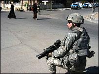Kneeling US soldier in Baghdad