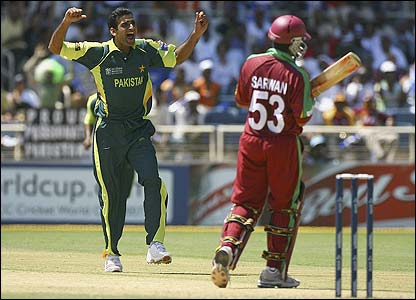 Pakistan's Iftikhar celebrates removing Sarwan