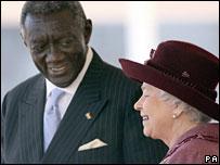 Ghana's President John Kufuor (l), Britain's Queen Elizabeth II (r)