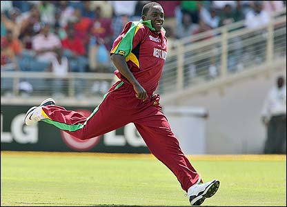 Jerome Taylor celebrates removing Pakistan's Younis