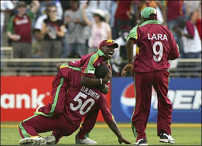 Dwayne Bravo is congratulated by Smith and Lara
