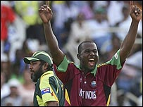 Dwayne Smith removes Inzamam-ul-Haq
