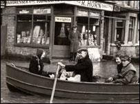 Corner of road in Caversham, Reading, 17th March, 1947