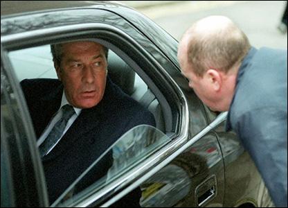 Gareth Hunt and Steve McFadden in EastEnders, 2001