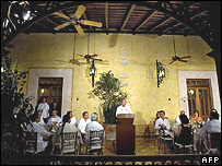 Bush speaking at Hacienda Xcanatun