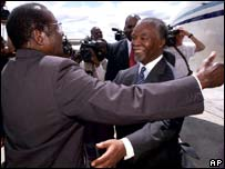 Robert Mugabe and Thabo Mbeki in 2002