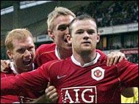Wayne Rooney celebrates scoring at the Reebok Stadium