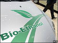 Auto impulsado con etanol.