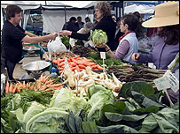 Farmers' market in west London (Image: BBC)