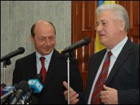 President Basescu (left) and President Voronin