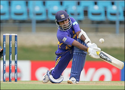 Mahela Jayawardene plays some nice shots as he builds an innings