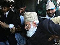 Plain-clothed policemen arrest Qazi Hussain Ahmed
