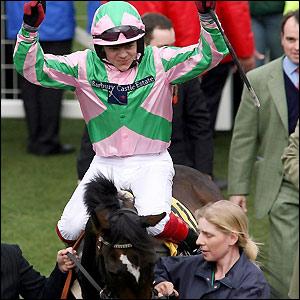 Robert Thornton celebrates