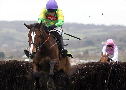Kauto Star wins the Gold Cup