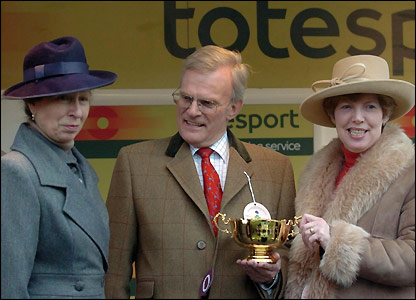 Owner Clive Smith and his wife collect the Gold Cup