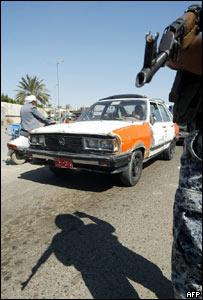 Tráfico en un puesto de control en Bagdad