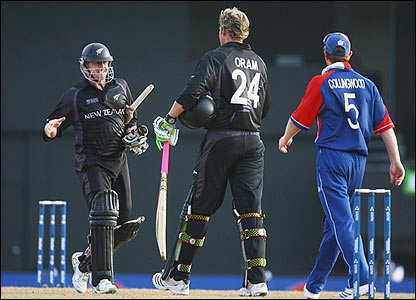 Styris and Oram celebrate New Zealand's win