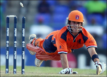 Holland's Ryan ten Doeschate is run out