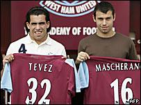 Javier Mascherano (der.) y Carlos T�vez (izq.)