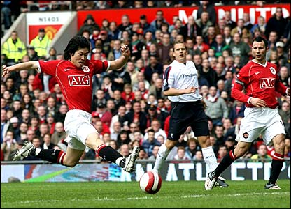 Park Ji-Sung puts the ball past Bolton goalie Jussi Jaaskelainen