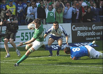 Ireland's Simon Easterby scores his side's second try of the game