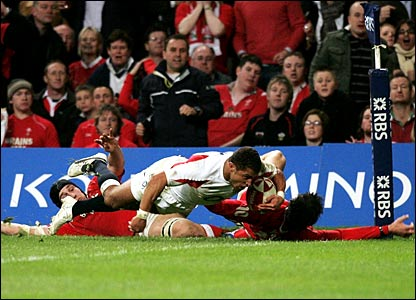 Jason Robinson scores a try for England