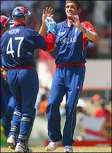 England's Liam Plunkett celebrates with Paul Nixon